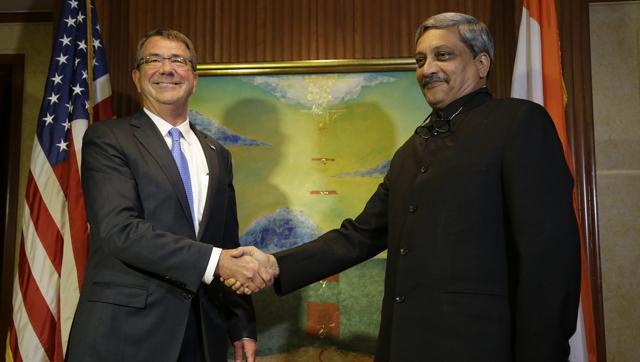 भारतीय रक्षा मंत्री मनोहर पर्रीकर और यूएस सुरक्षा सचिव एश्टन कार्टर (साभार: गूगल)