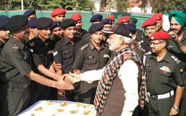 narendra-modi-celebrate-diwali-with-army_564418cac8eba